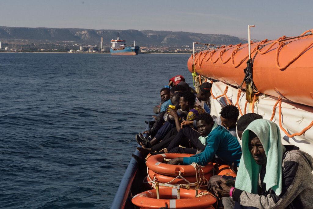 Olasz menekültpolitika: nők, gyerekek, sebesültek jöhetnek, a többiek nem