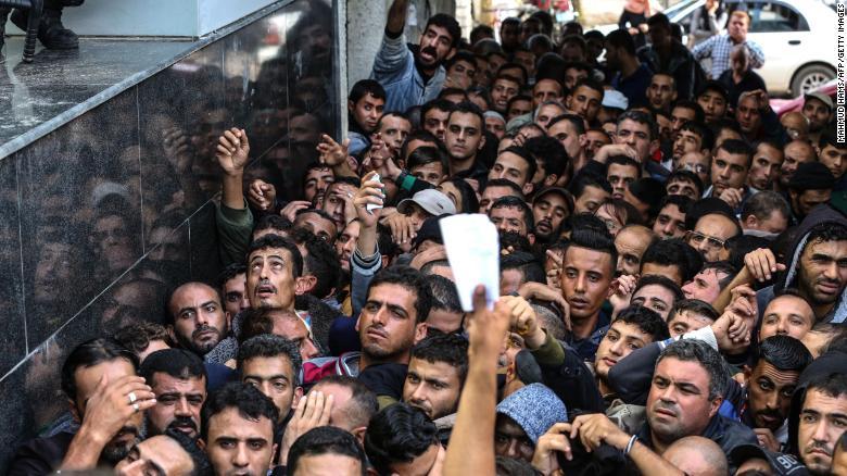 Gáza: megérkezett az e havi 15 millió dollár Katarból