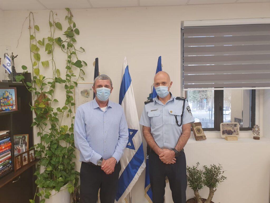 Izrael: Egymás után vonulnak karanténba a politikusok