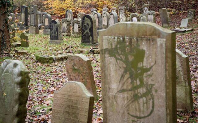 Egy évet kapott a dán neonáci 80 zsidó sír meggyalázásáért