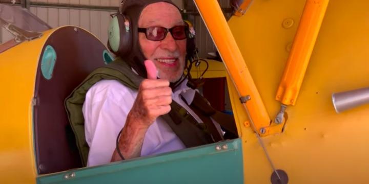 Az izraeli függetlenségi háború pilótája a levegőben ünnepelte századik születésnapját