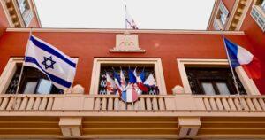 A nizzai polgármester kitűzte az izraeli zászlót a városházára