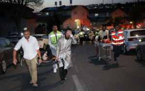 Összeomlott egy zsinagóga emelvénye Izraelben – két halott, legalább 60 ember megsérült