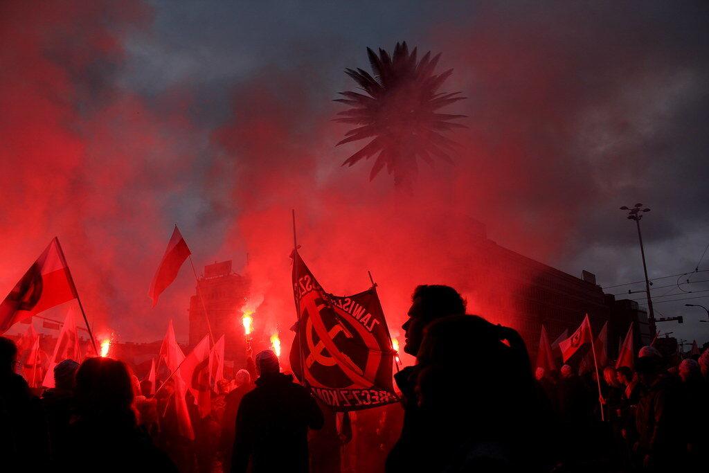 """Lengyelország: egy év börtön a """"cionisták felakasztásáról"""" daloló tüntetőnek   Szombat Online"""