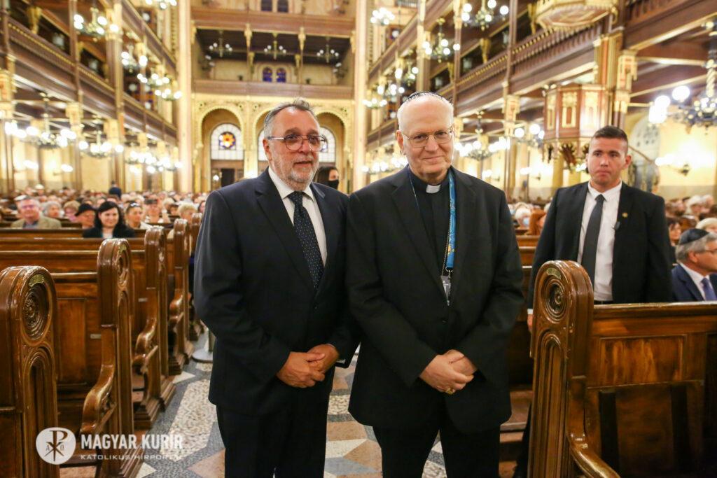 A katolikus egyház magas rangú képviselői a Dohány utcai zsinagógában   Szombat Online